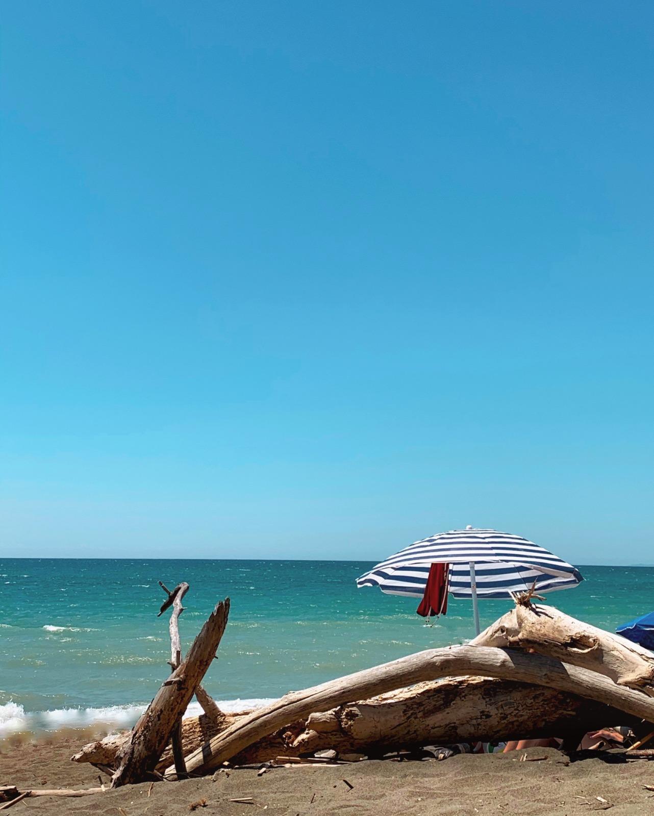 La spiaggia della Riserva Naturale Tomboli a Marina di Cecina