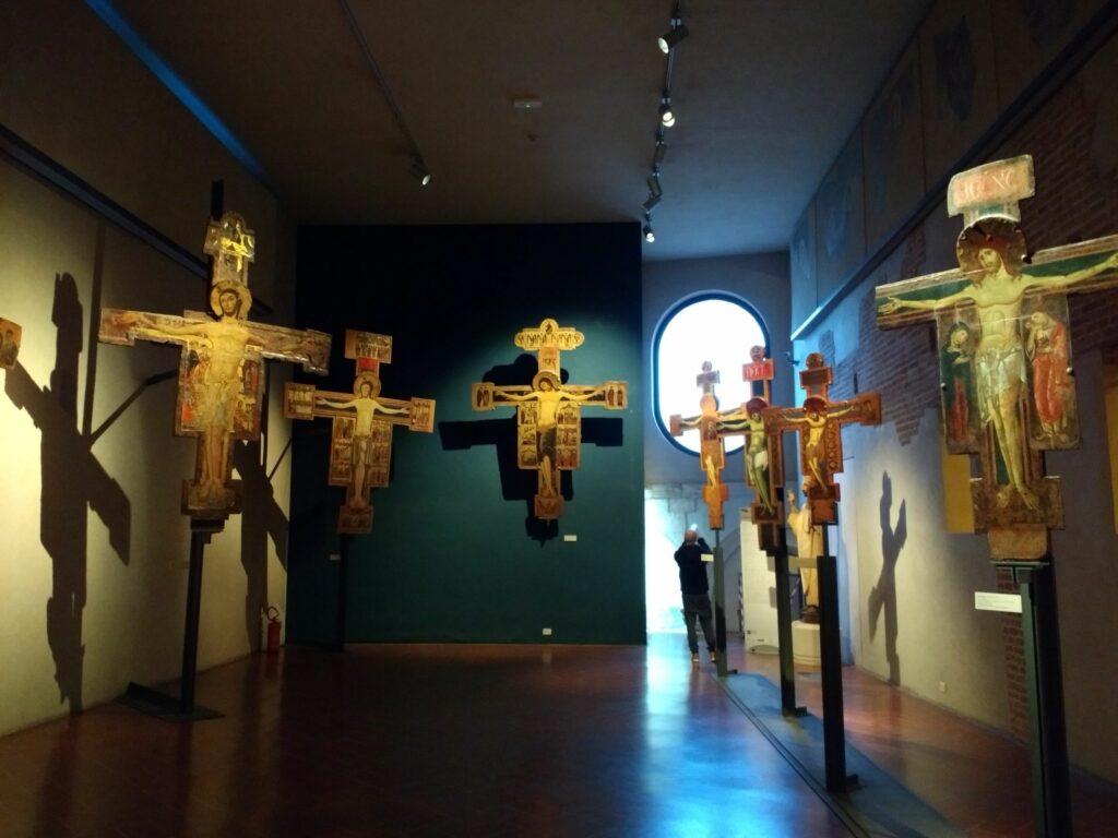 museo-di-san-matteo-pisa-sala-delle-croci-dipinti-crocefissi